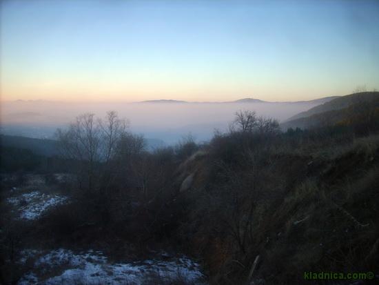 Мъгла над Пернишката кутловина