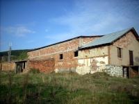 Стопанската сграда погледната откъм ул. Рудничар