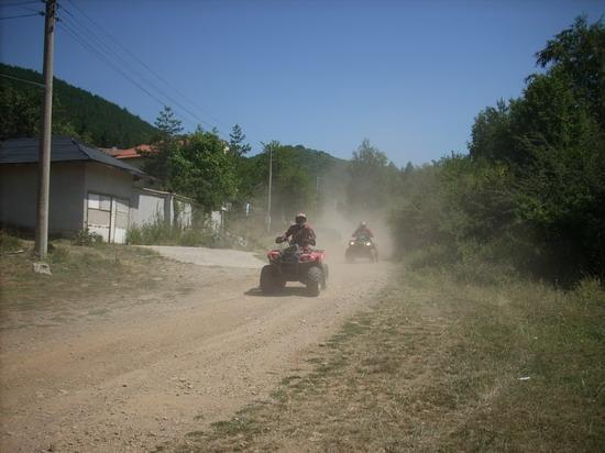 ATV-та влизат в селото