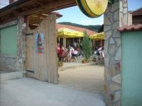 Площадния ресторант пусна в ход новата си лятна градина