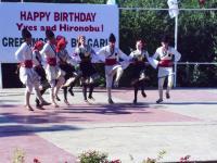Танцовия ансамбъл на сцената в Средец