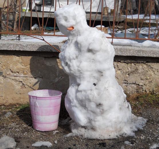 Снежен човек на улица Яровец