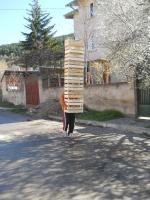 Станко пренася щайги в Кладница