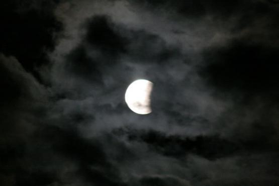 Частично все още лунно затъмнение
