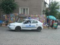 И полицията бди
