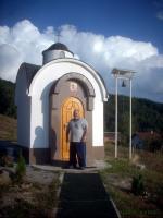 Основателят и създателят на параклиса е застанал гордо пред храма