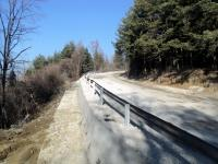 Ремонтът на пътя се сътоя в изливането на огромно количество бетон с цел укрепване срещу свличане на земни маси