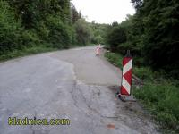 Закърпиха срутването на пътя към Кладница