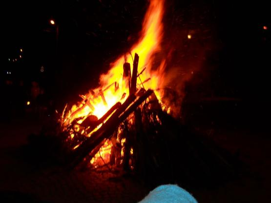 Огромен огън