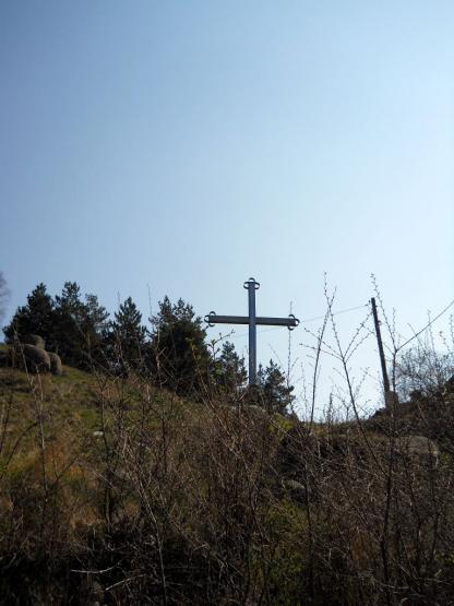 Кръстът при Кладнишкия манастир