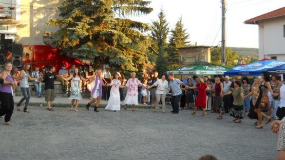 Хорото на площада - събор на село Кладница 2011 година