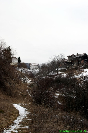 Яровец - граница на махалата и на селото