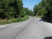 Свлачищната зона между Рударци и Кладница ... пътя слиза