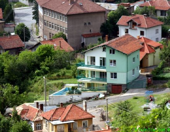 Къщи за продан