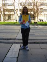 """Роси Лилова - изработила най-красивото изписано яйце -сувенир в конкурса """"Писано яйце"""""""